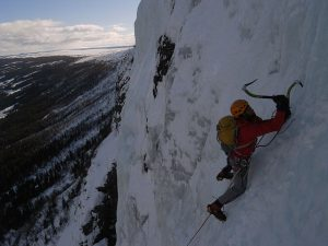 640px-Ice_climber_in_Norway